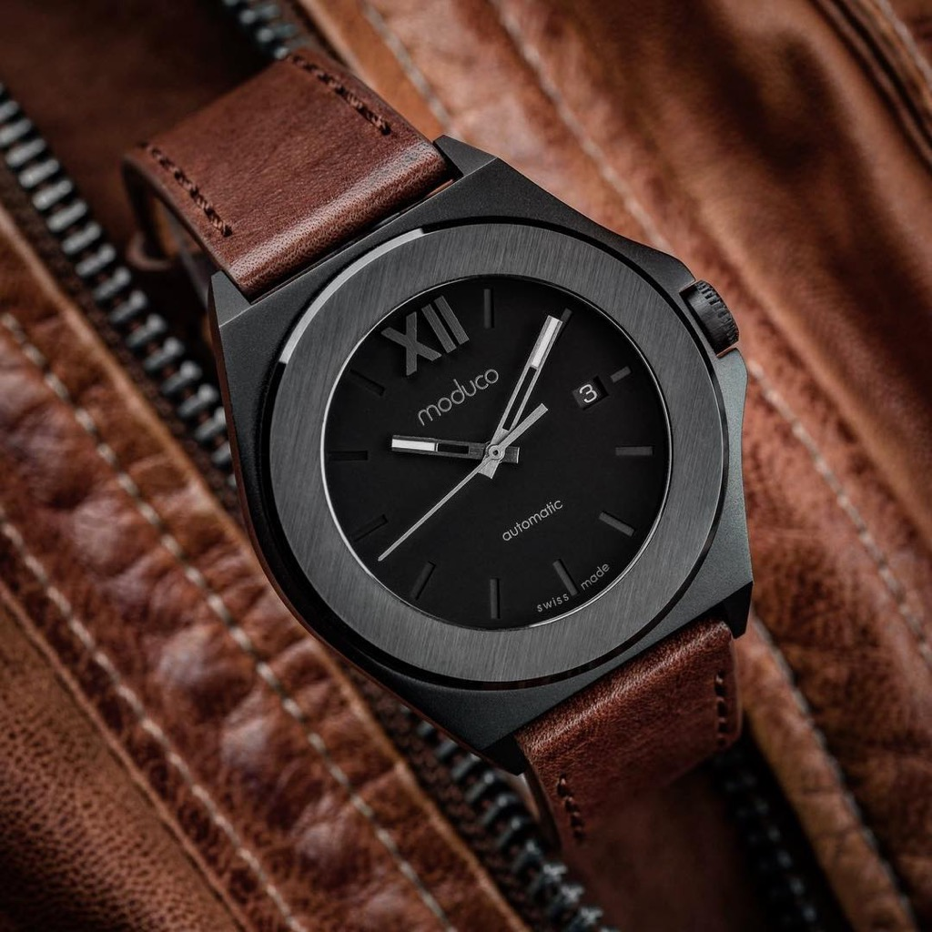 uk wrist watch industry The best and most popular men's watches reviewed: pilots, diving, digital and dress watches from top brands like omega, tag heuer, rolex, breitling, patek philippe and more.